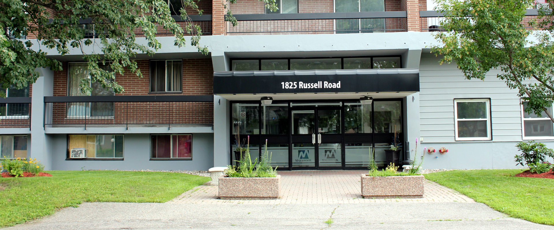 1825 Russell Road Building in Ottawa Canada